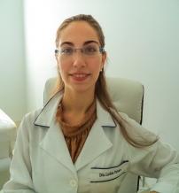 Dra. Larissa Pattaro